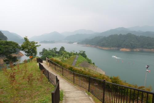 宮ヶ瀬湖畔をドライブ