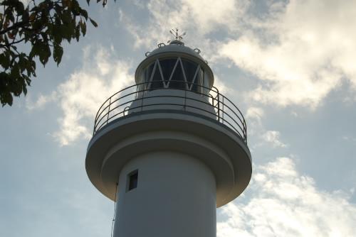 大津岬灯台 / 灯台は美しいが、立地は楽しめない