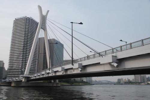 中央大橋をくぐって石川島公園へ