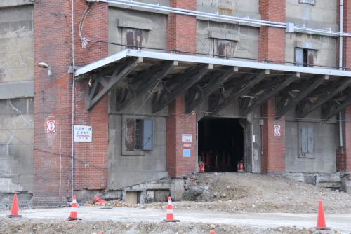 旧帝蚕倉庫をチラ見する