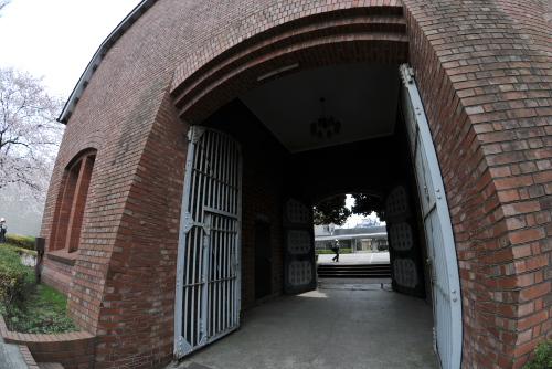 旧豊多摩監獄表門 / ぽつりと残された史跡