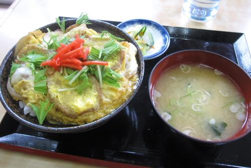 鶴巣亭の油麩丼 / 東北ドライブのはじまり