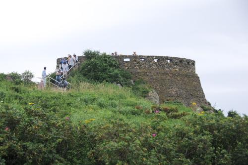 葦毛崎の塔とトーチカ