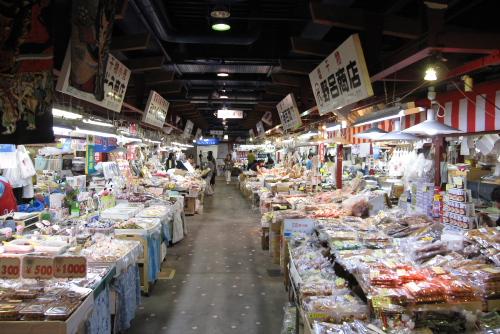 青森海鮮市場で朝食を