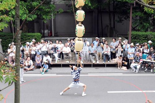 竿燈妙技会 / 昼は夜より熱い!