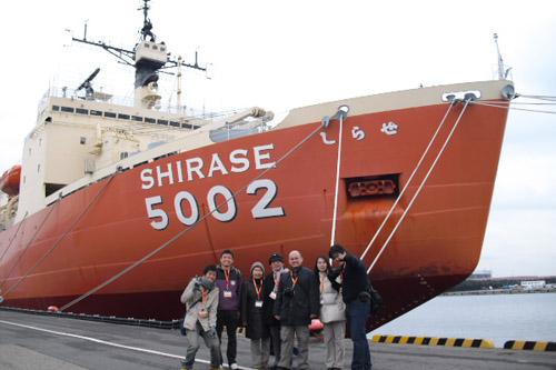 南極観測船「しらせ」を見学 / 新たな試みに期待