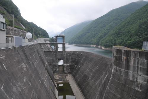 奈良井ダム / 山間のロックフィルダム