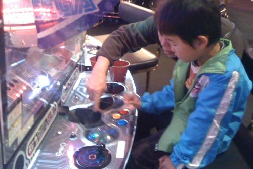甥っ子とメダルゲーム / ラウンドワン習志野店