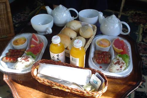 バスケット入りの朝食
