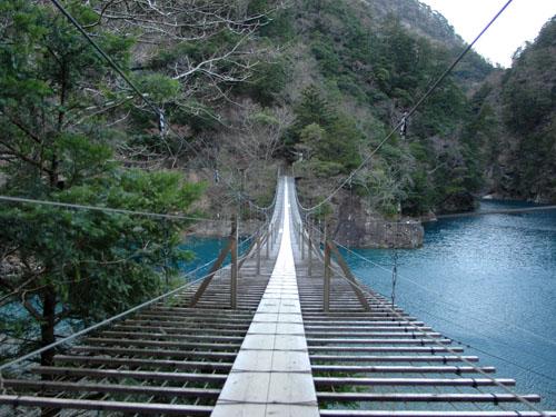 寸又峡:夢の吊り橋を間近で見る