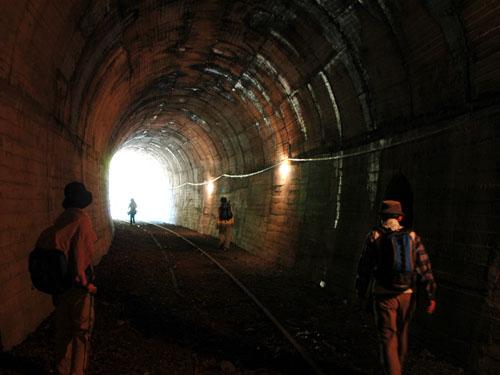 鉄道トンネル