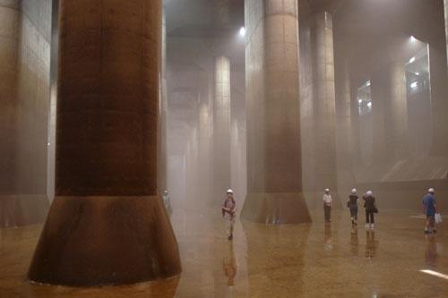 この柱1本あたりの重量500トン×59本
