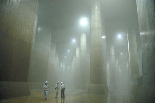 ここに洪水の水をためて、江戸川に放水するわけだ