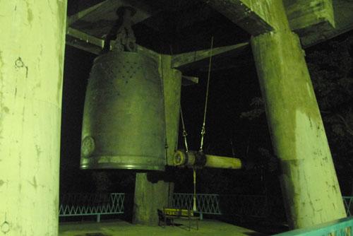 平和の鐘:自由に撞ける鐘としては最大級もの
