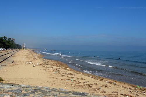 ややゴミが多い雨晴海岸