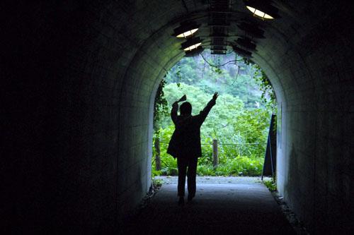 トンネルを抜けたぁ!