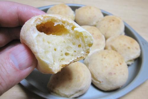 キャッサバ粉で、ポン・デ・ケイジョを作る