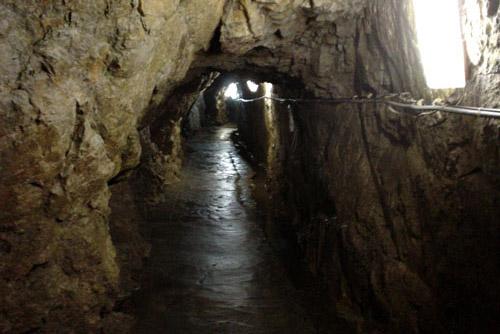 関ヶ原鍾乳洞 / ほぼ人工的なトンネル