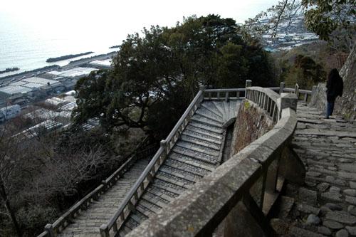 久能山東照宮 / 石段を下って登って