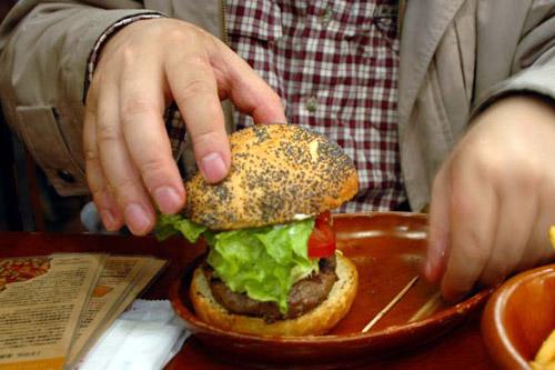 KUA `AINA / 高くてもうまいハンバーガー
