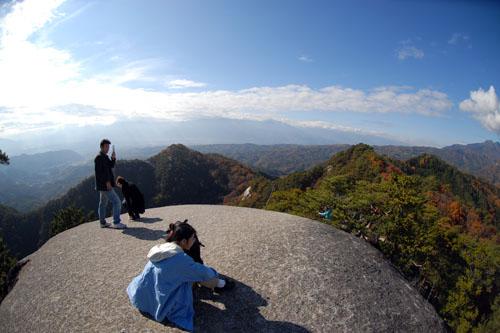 弥三郎岳 / 山頂はまさに大パノラマ -