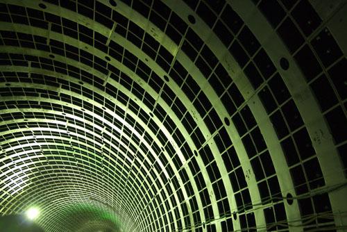 初台の首都高トンネルを歩いてきた