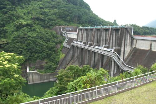 城山ダムと津久井湖
