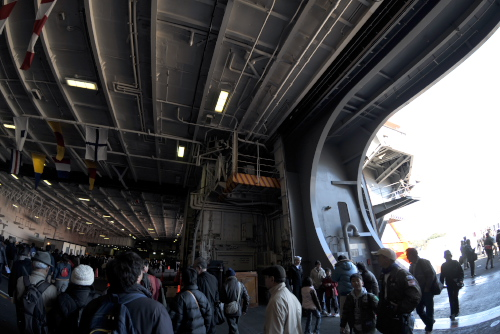 米海軍横須賀基地一般開放 / 原子力空母「ジョージ・ワシントン」と護衛艦「しらねに乗船した
