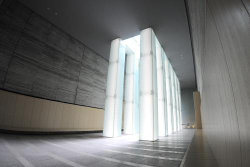 国立長崎原爆死没者追悼平和祈念館 / 光と水に包まれた名簿