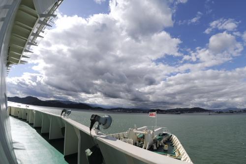 紀伊水道を抜けて徳島港へ