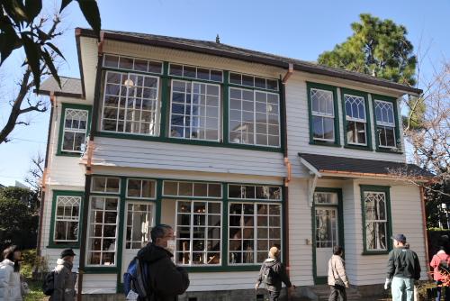 雑司が谷旧宣教師館(旧マッケーレブ邸) / 住宅地に残された洋館