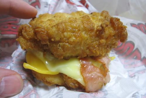 肉で肉をサンドする / KFCチキンフィレダブル